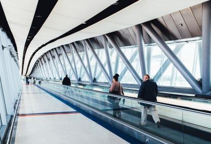 airport-925093_1280
